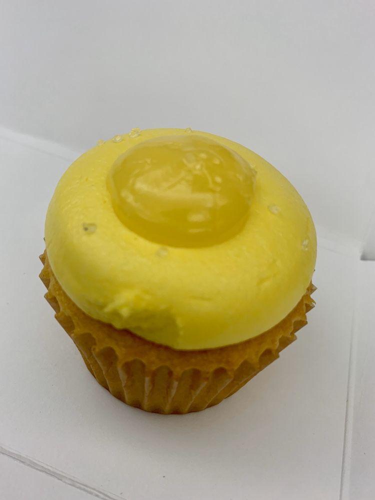 Village Cupcake: 21100 Dulles Town Cir, Sterling, VA