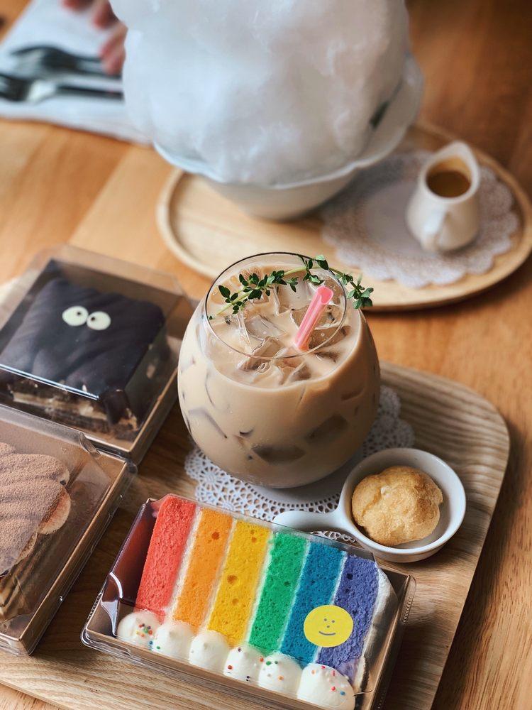 Soro Soro Coffee & Dessert: 2250 E Burnside St, Portland, OR