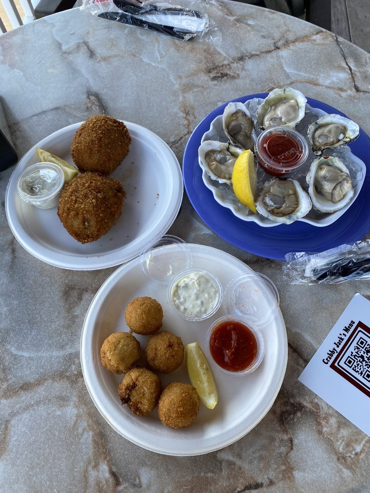 Crabby Jack's Bayside Bar: 2 Broadway, Somers Point, NJ