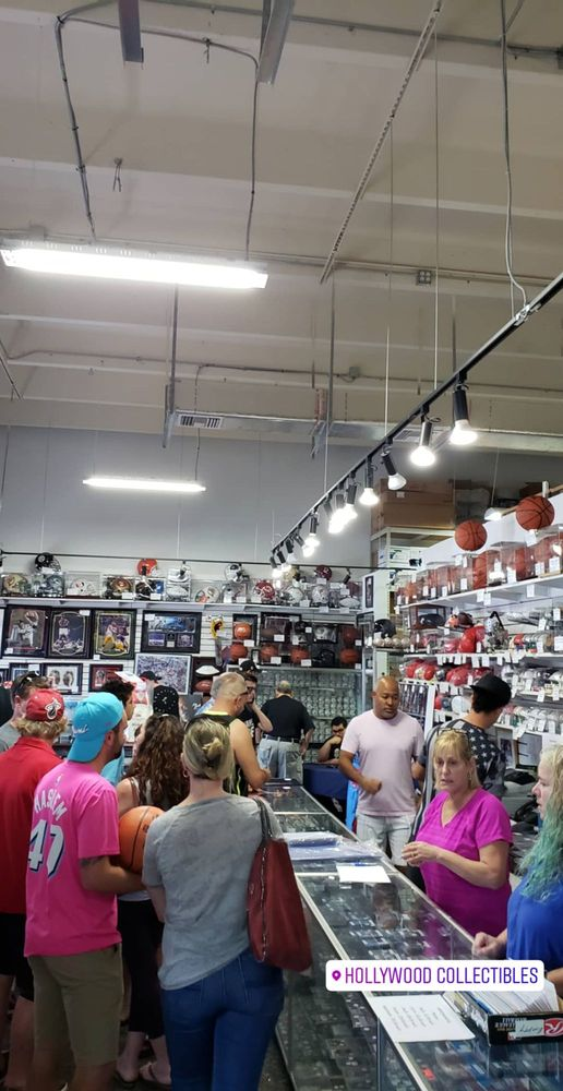 Hollywood Collectibles: 1300 Stirling Rd, Dania Beach, FL