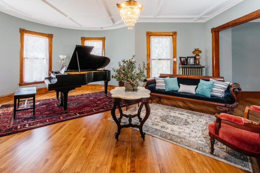 Reynolds House Inn: 102 S Main St, Barre, VT