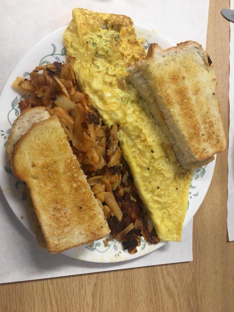 Coleen's Kitchen: 42 Main St, Brockport, NY