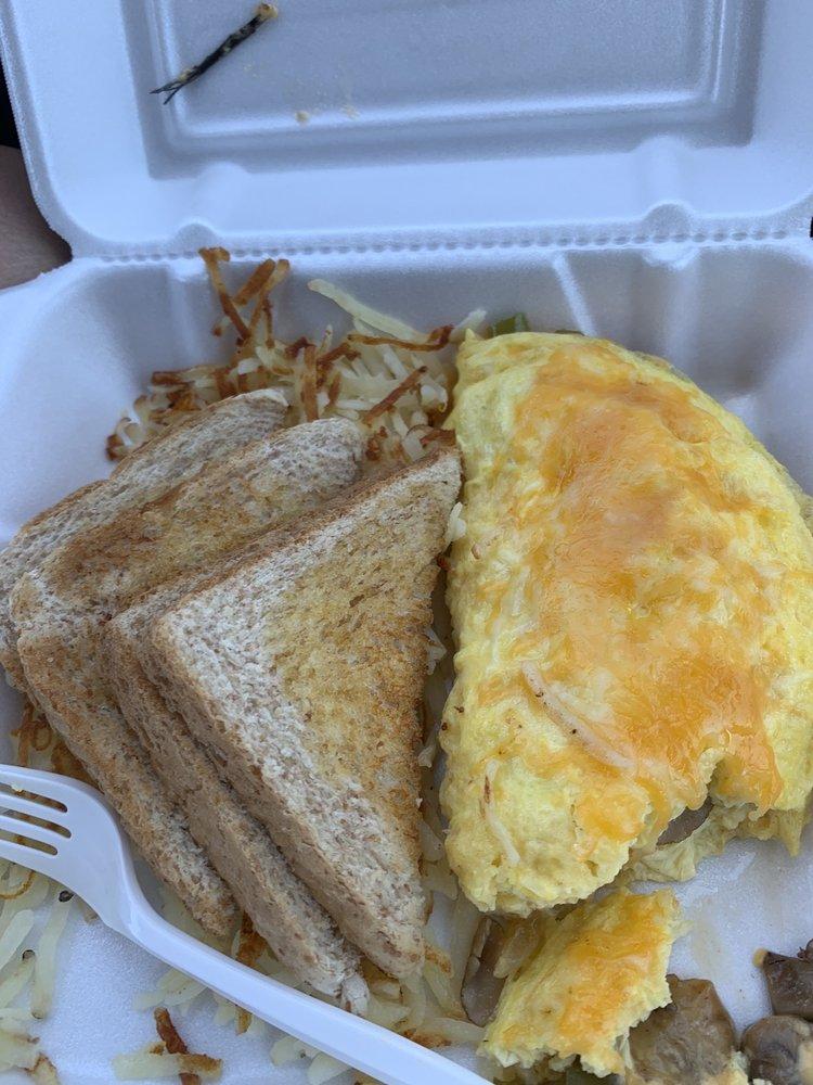 Winn's Cafe & Grill: 100 Evans Rd, Mannford, OK