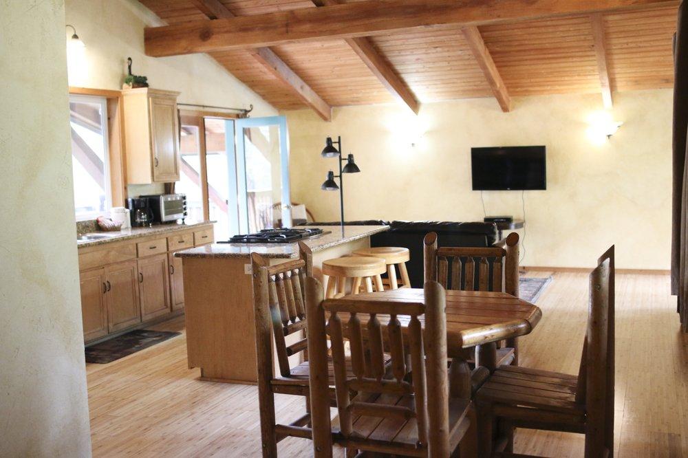 The Cabins at Buckeye Tree Lodge - Formerly Sequoia Village Inn: 45971 Sierra Dr, Three Rivers, CA