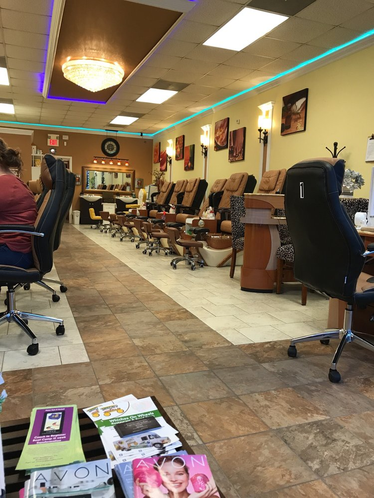 Venice Nail Spa: 404 Southtown Cir, Rolesville, NC