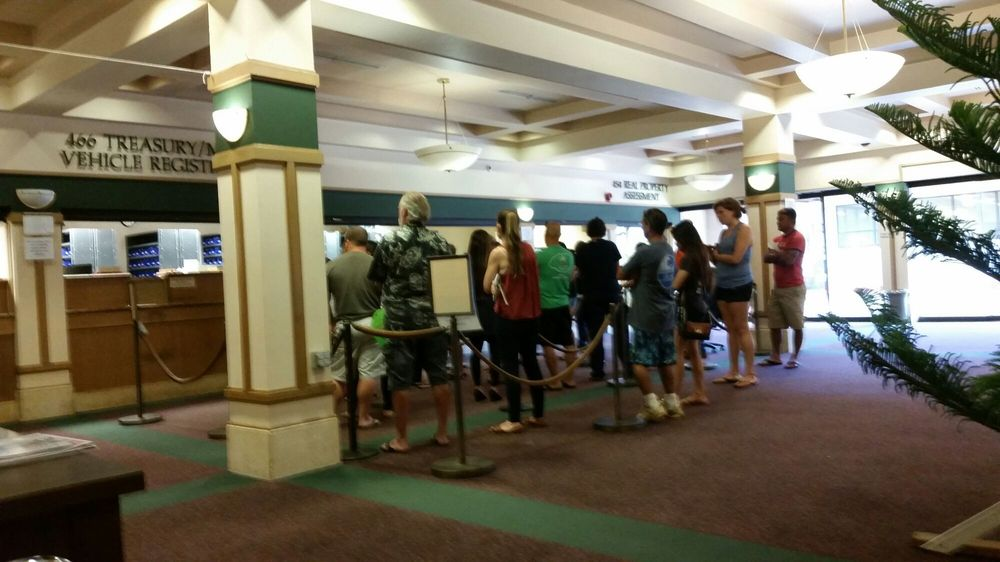 Long line as usual yelp for Department of motor vehicles kauai
