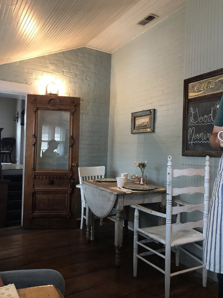 The Hatchery House: 618 Short St, Weston, MO