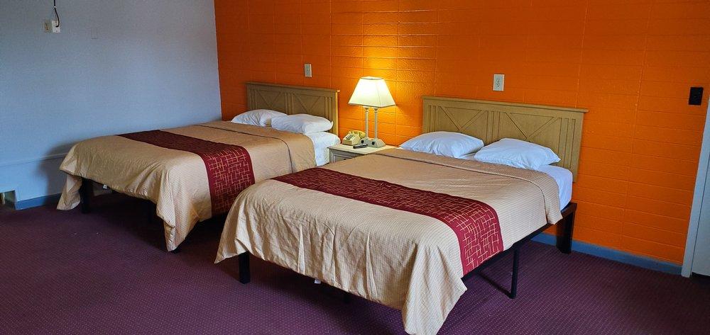Blue Haven Motel: 445 N Main St, Lake City, TN