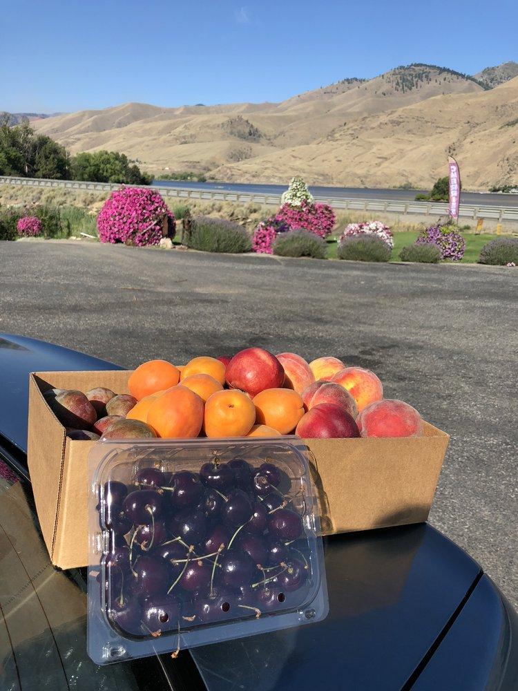 Estes Fruit Stand: 13656 State Rte 2, East Wenatchee, WA