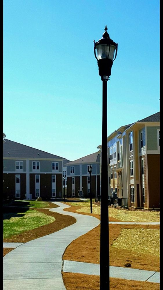 Watercourse Apartments: 1020 Watercourse Cir, Graham, NC
