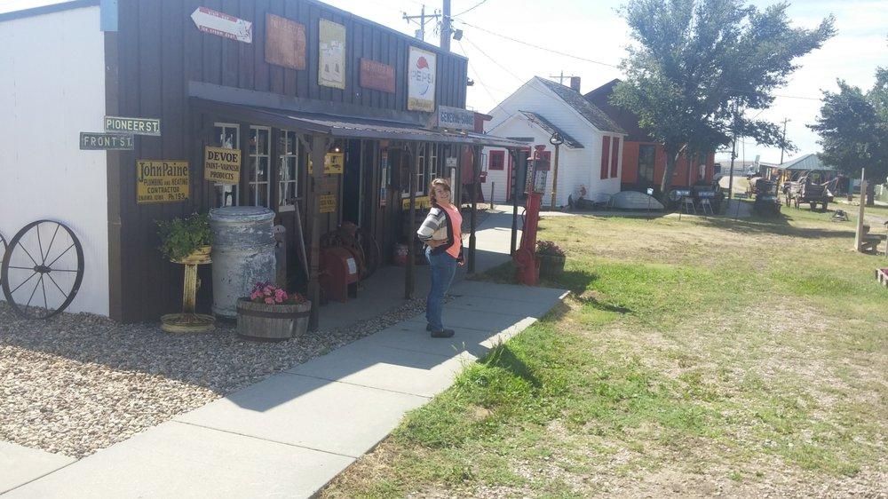 Pioneer Auto Museum: 503 5th St, Murdo, SD