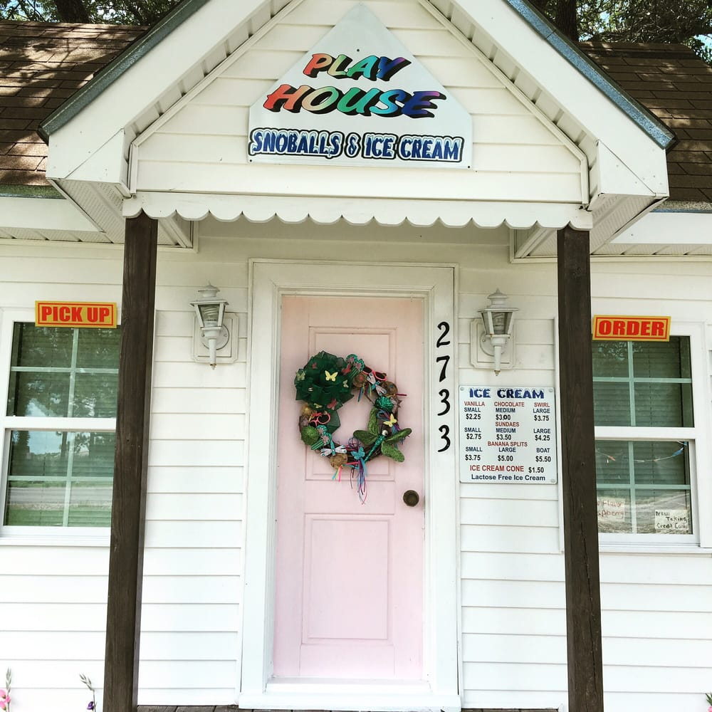 Playhouse Snowballs & Ice Cream: 2737 Bayou Blue Rd, Houma, LA
