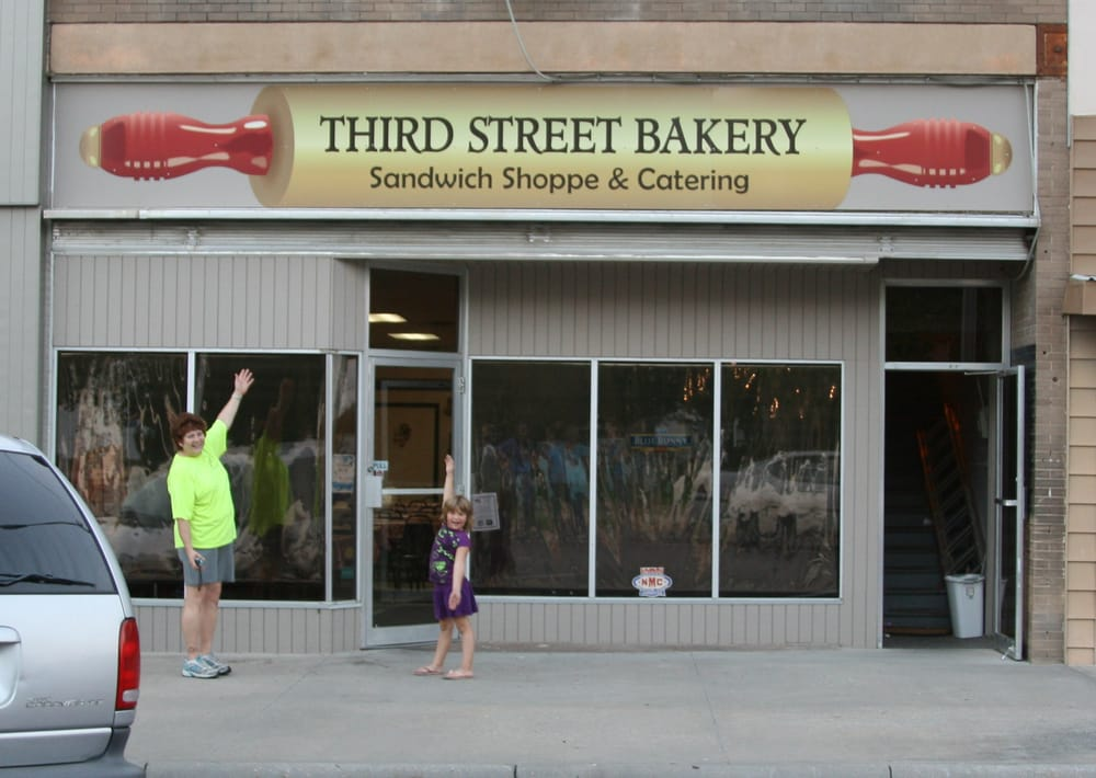 Third Street Bakery, Sandwich Shoppe & Catering: 729 3rd St, Phillipsburg, KS
