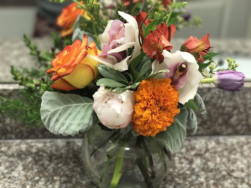 Brenham Floral Company: 707 S Austin St, Brenham, TX