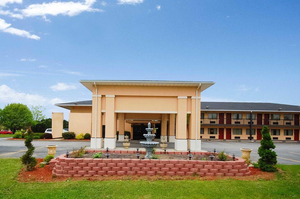 Quality Inn: 137 Gibb Rd, Barkeyville, PA