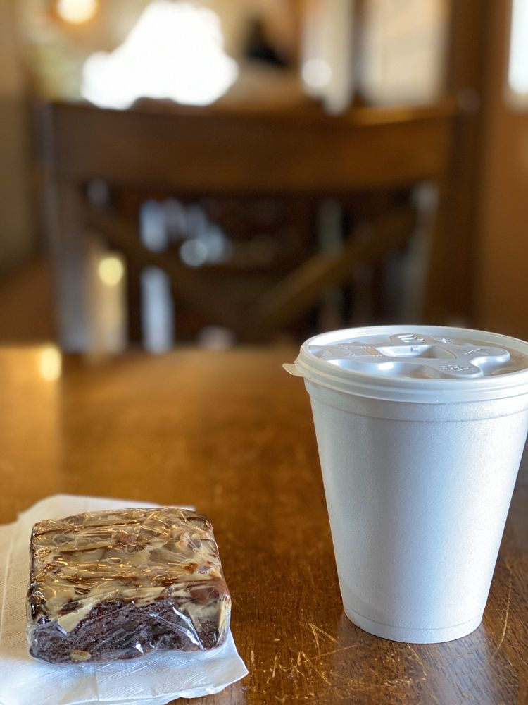 Amana Colonies Bakery & Cafe: 4522 220th Trail, Amana, IA