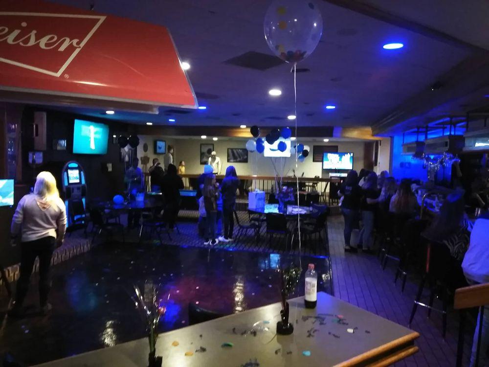 I 95 Bar & Grill: 125 Mall St, Santee, SC