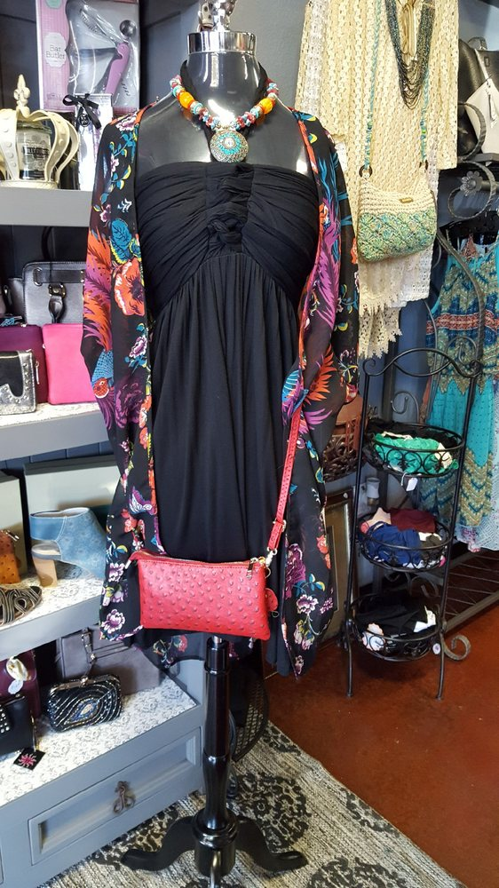 Classy Pink Elephant Boutique & Tanning Salon: 37819 Niles Blvd, Fremont, CA