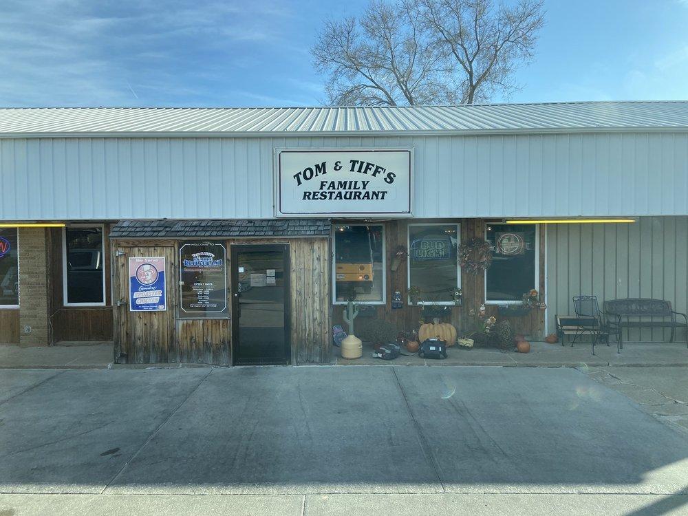 Tom & Tiff's: 607 S Hazel St, Glenwood, IA