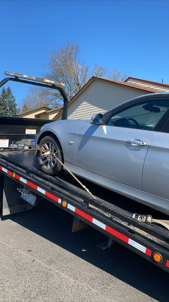 Towing business in Four Corners, OR