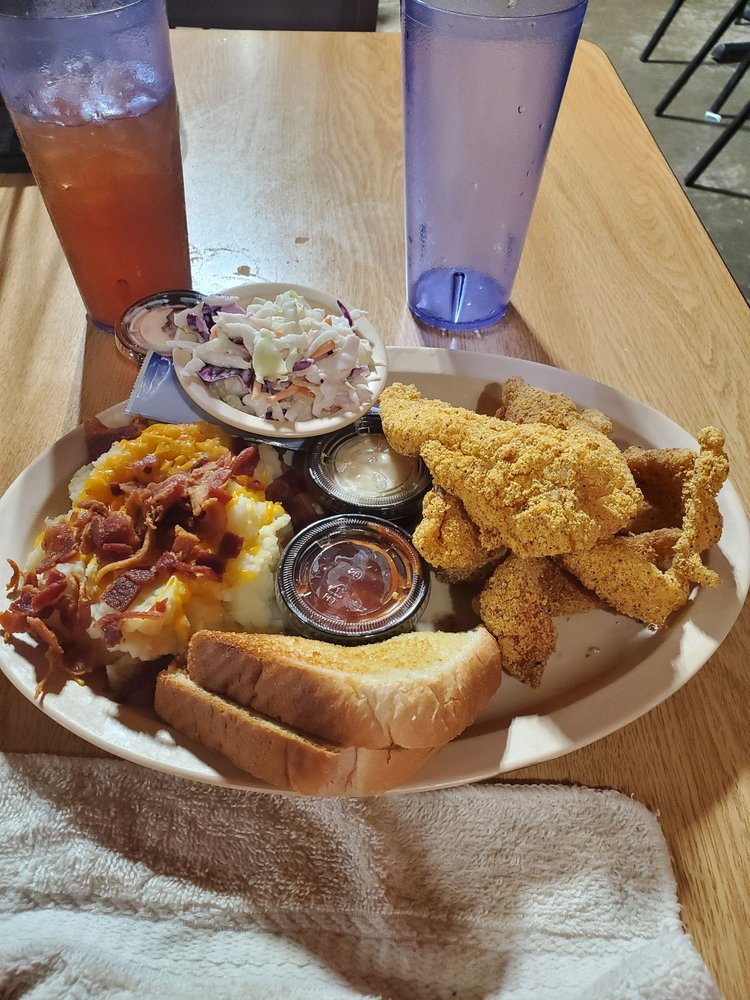 Lakeside Restaurant: 2709 E Main St, Madisonville, TX