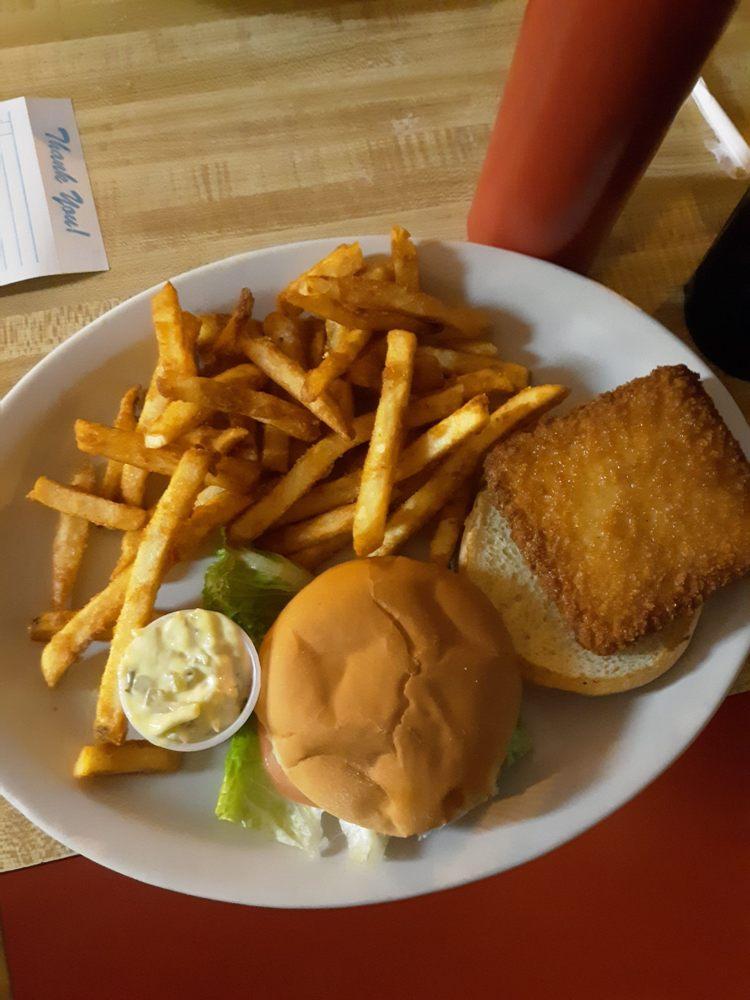 Carol's Lakeview Restaurant: 200 Iroquois Dr, Cherokee Village, AR