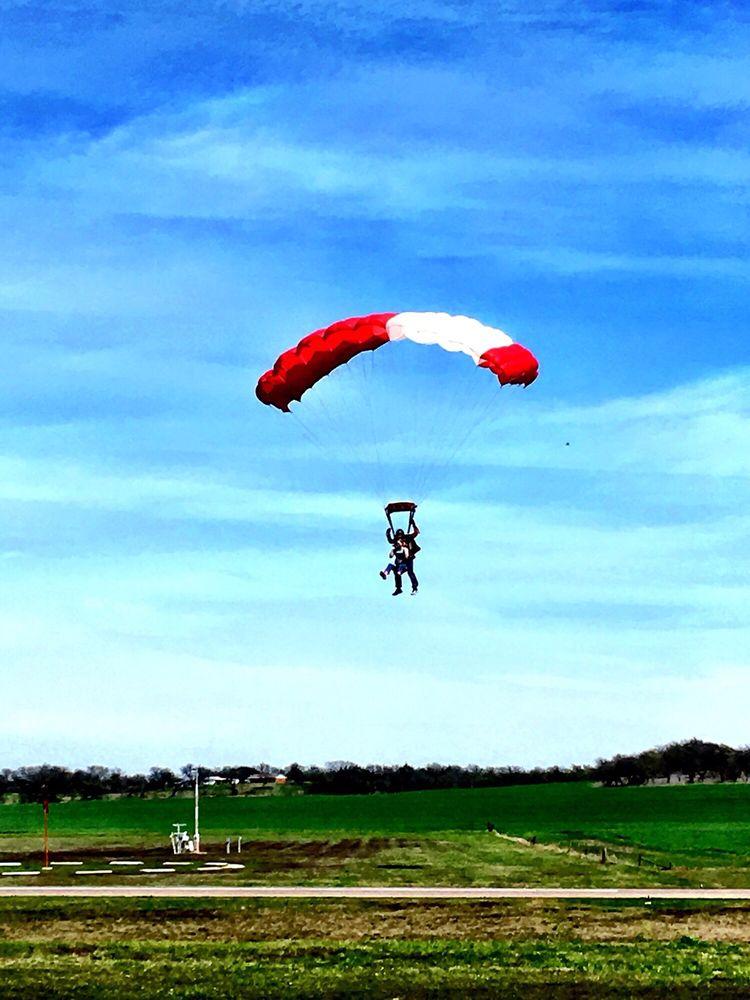 Skydive 35: 1000 Airport Blvd, Hillsboro, TX