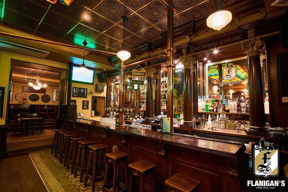 Flanigan's - Lyon, France. Bar du bas au Flanigan's