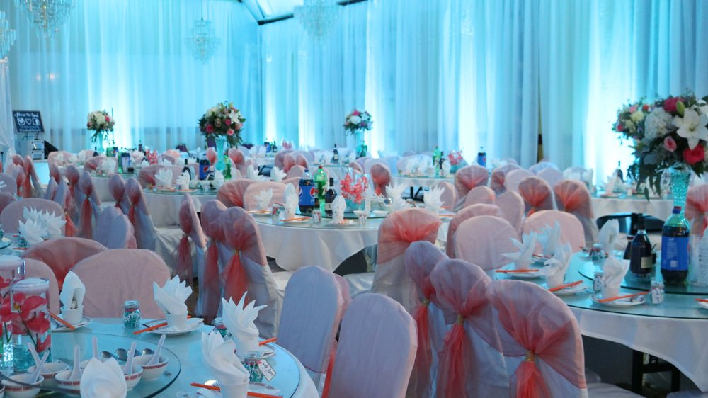 Kings Palace Restaurant Turquoise Wedding Uplighting with coral ...