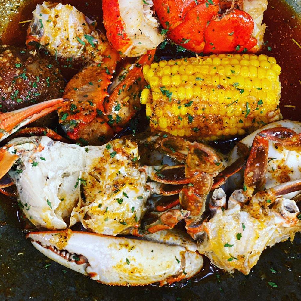 Crab Hut Seafood: 17720 Frazho Rd, Roseville, MI