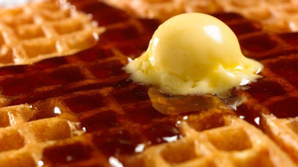 Waffle House: 627 Tennessee Ave, Etowah, TN