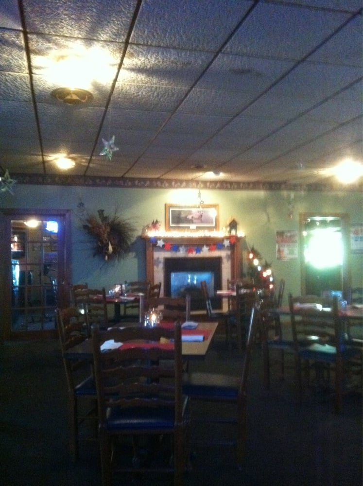 Knotty Pine Supper Club: 1014 County Hwy 10, Elkton, SD