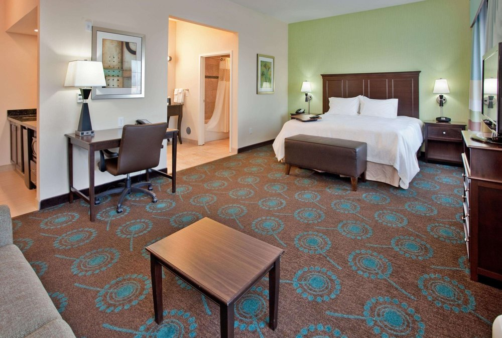 Hampton Inn & Suites St. Cloud, MN: 145 37th Ave N, Saint Cloud, MN