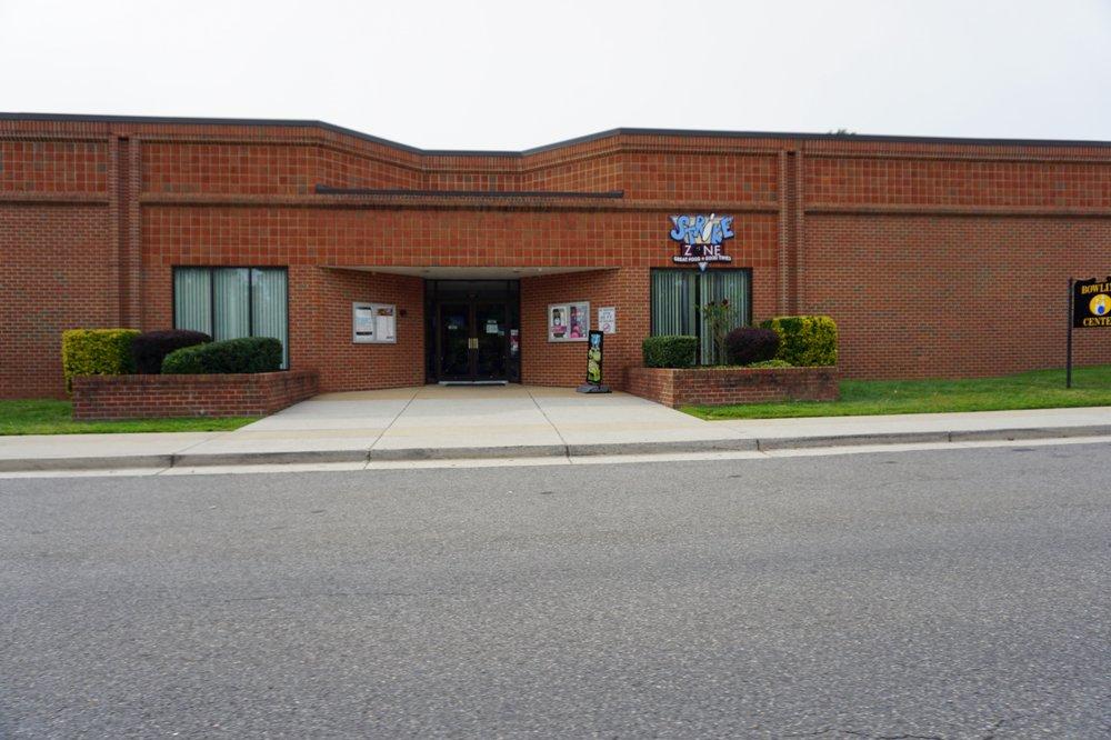 JB Myer-Henderson Hall Bowling Center: 411 McNair Rd, Fort Myer, VA