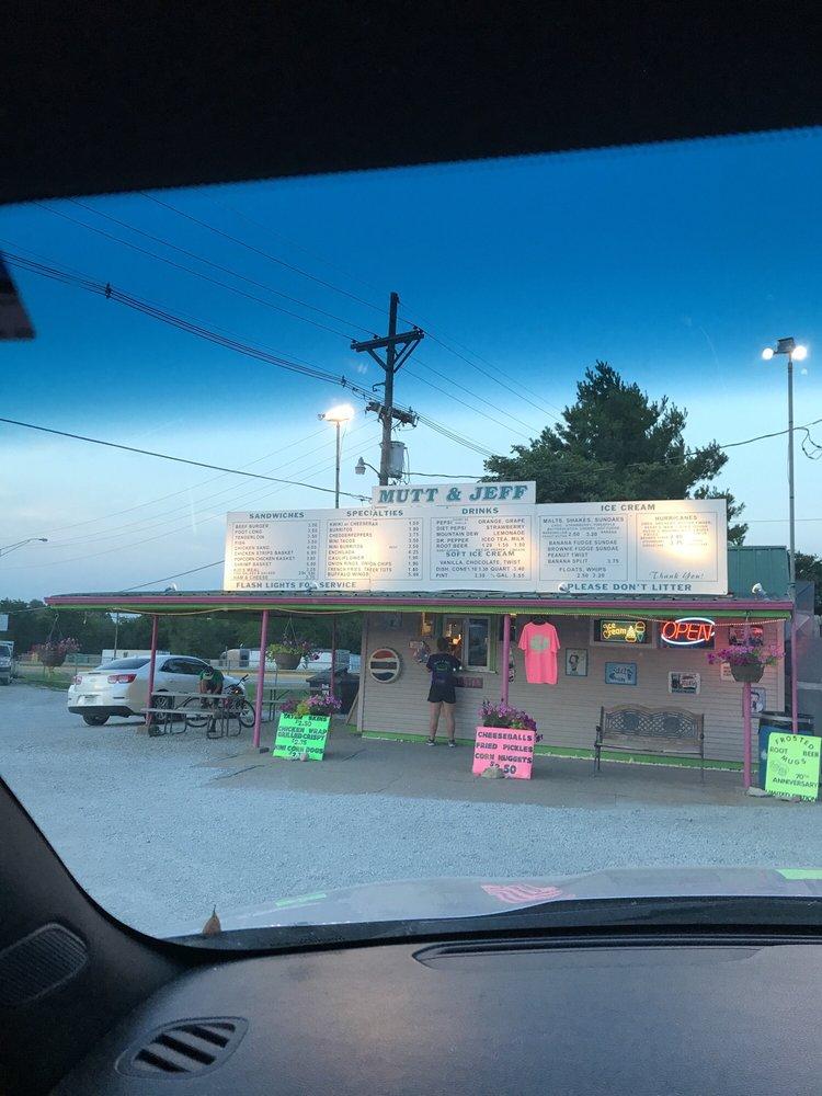 Mutt & Jeff Drive In: 2802 Old Hwy 73, Falls City, NE