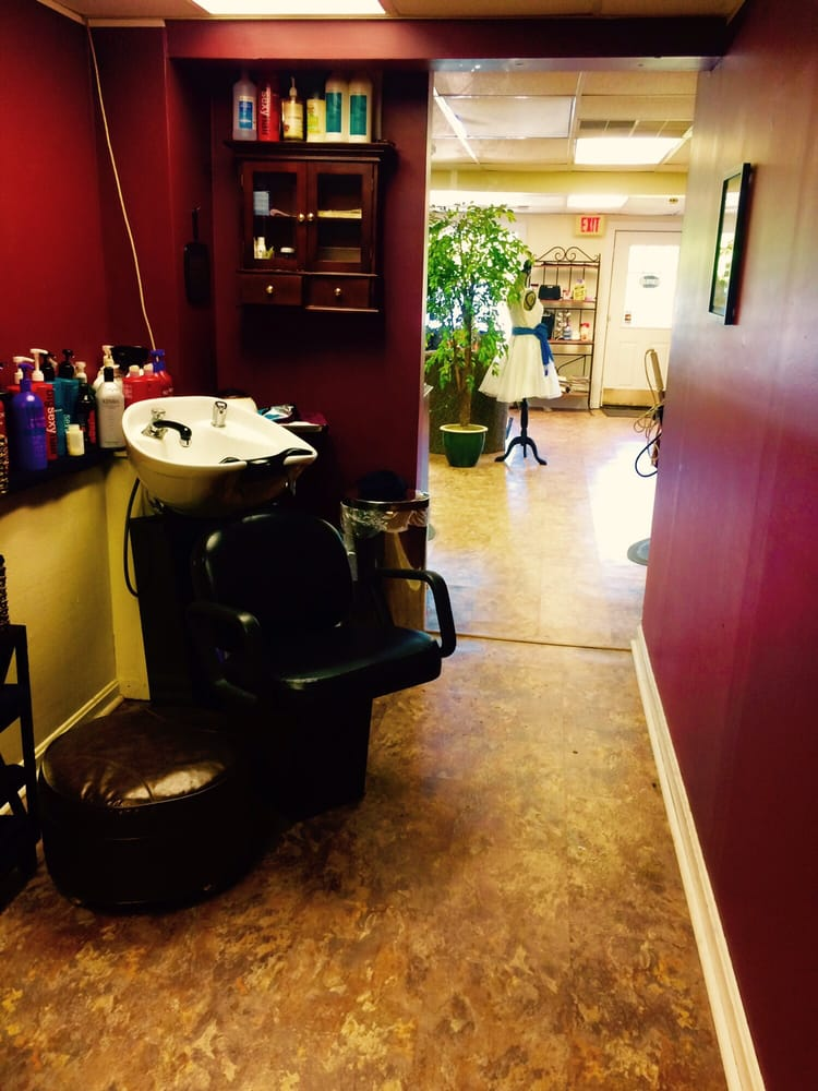 Colleen Brink Salon: 475 Rt 1, Freeport, ME
