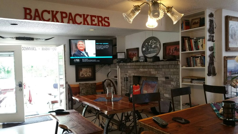 Dallas Irving Backpackers B & B: 214 W 6th St, Irving, TX