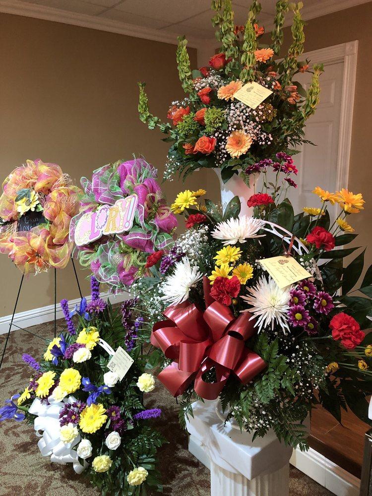 Five Seasons Flowers & Gifts: 125 N Main St, Morgantown, KY