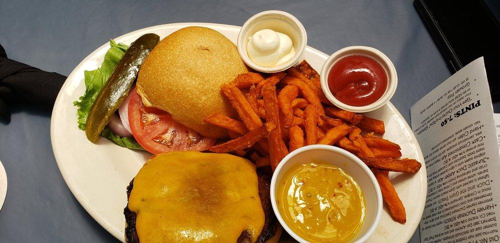 The Dodging Duck Brewhaus & Restaurant: 402 River Rd, Boerne, TX