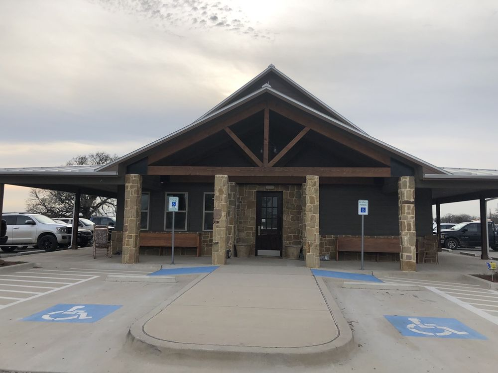 Heritage Veterinary Clinic: 4392 Fm 51, Decatur, TX