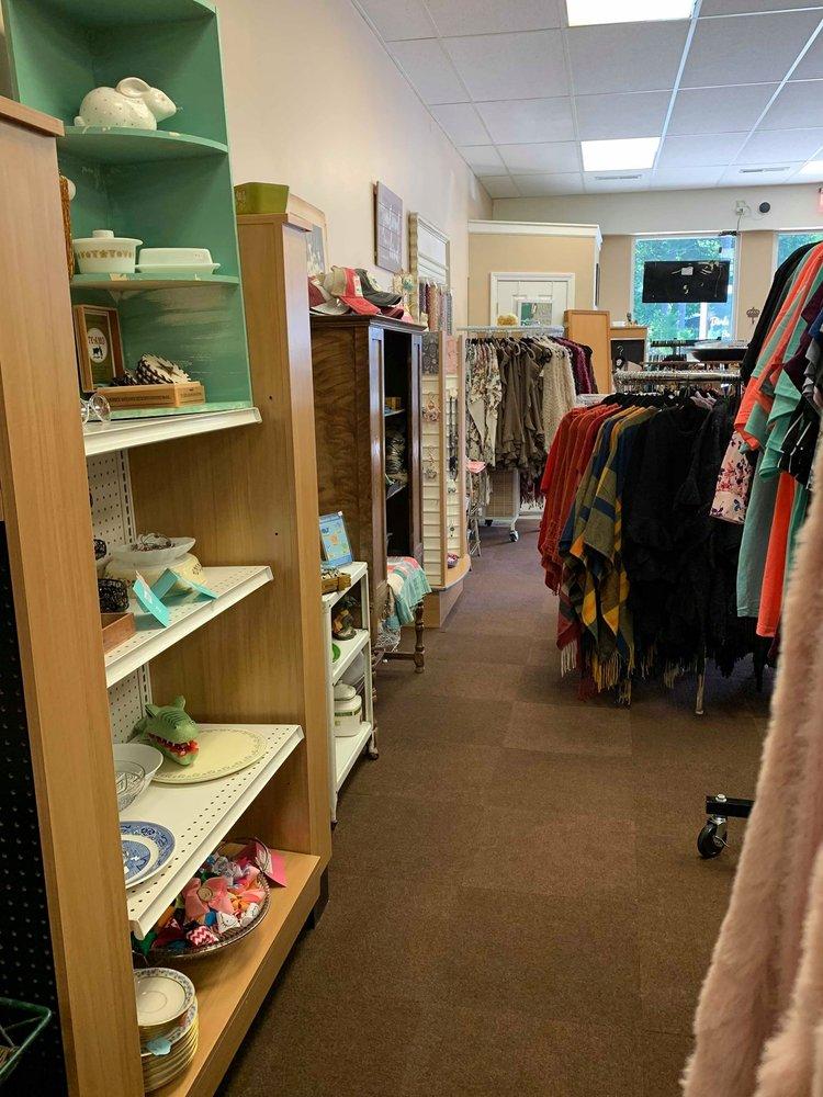 Birds & Bears Boutique: 2100 Doubleday Ave, Ballston Spa, NY