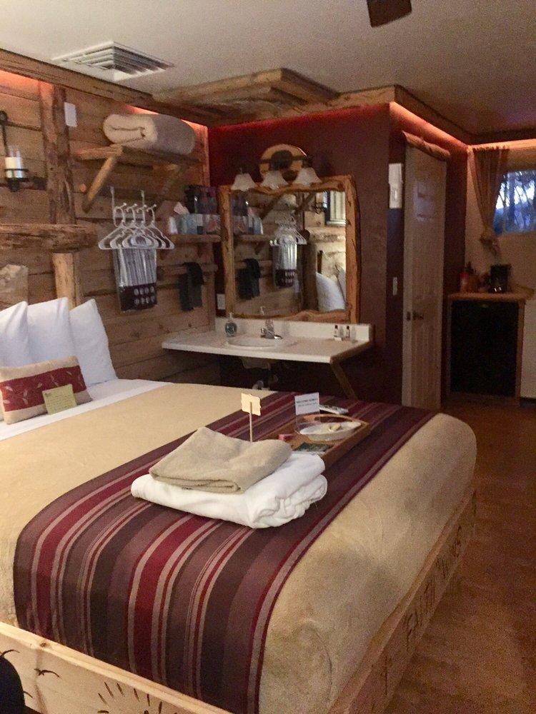 Cedaredge Lodge: 810 N Grand Mesa Dr, Cedaredge, CO