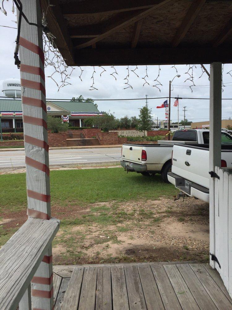 Friends & Neighbor's Lunch Spot: 308 W Church St, Livingston, TX
