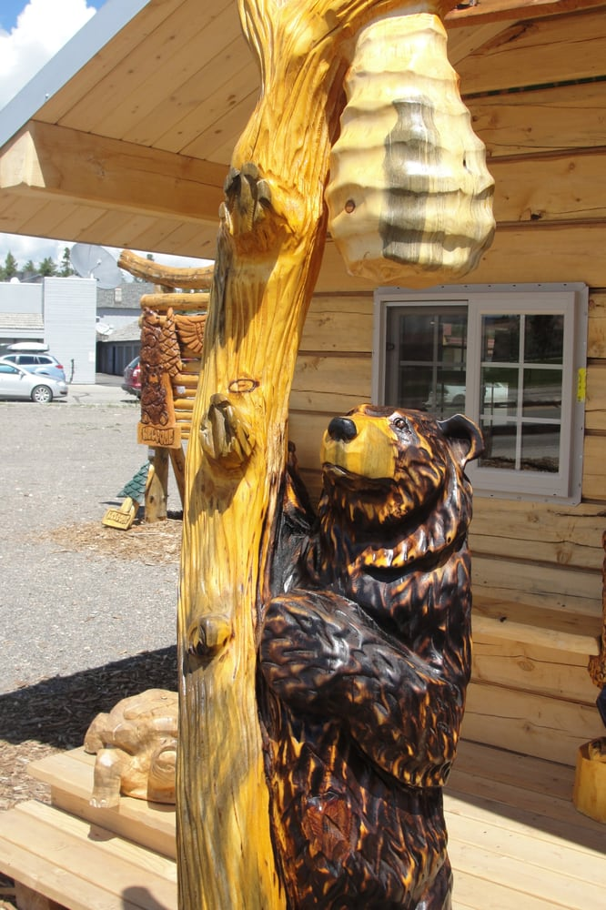 Bear beehive chainsaw wood carving by jason soderlund