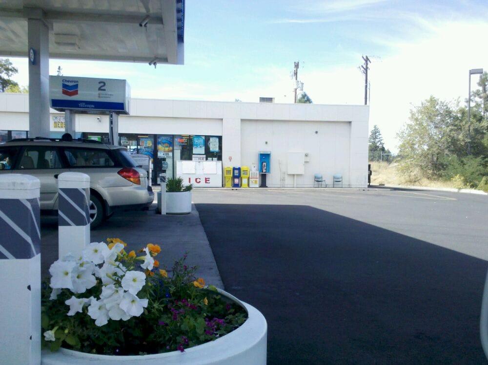 Parkway Chevron & Deli Mart