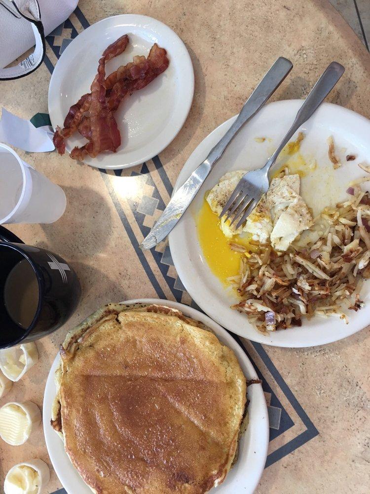 Cafe LaBelle: 1306 W Wisconsin Ave, Oconomowoc, WI