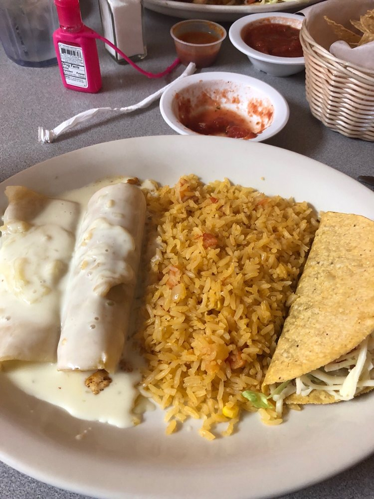 Las Fuentes Mexican Restaurant: 1211 S Mcquarrie Ave, Wagoner, OK