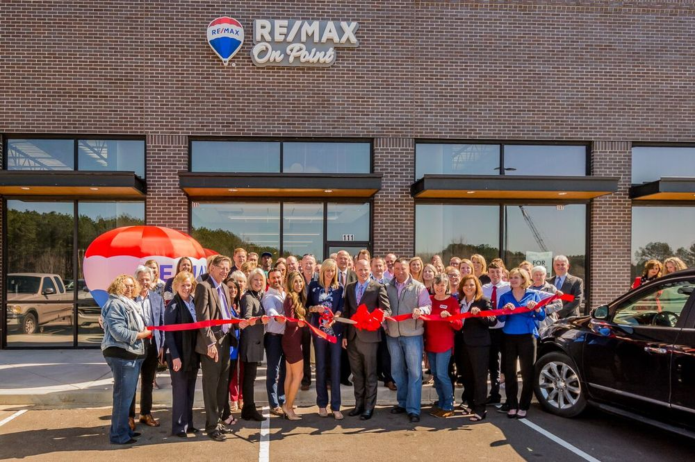 RE/MAX On Point: 5224 Airline Rd, Arlington, TN
