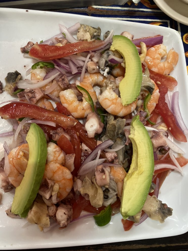 Cielo Mar Y Tierra Mexican Grill And Sea Food: 20643 Tracy Ave, Buttonwillow, CA