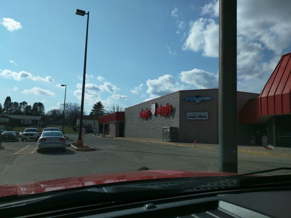 Dick's Supermarket: 316 W Spring St, Dodgeville, WI
